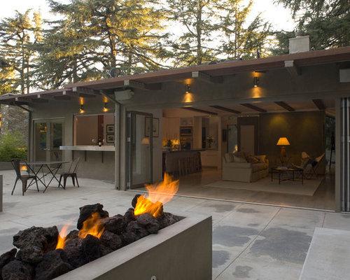 Einstöckige große graue moderne häuser und fassaden mit