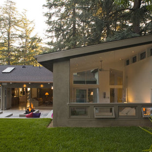 Inspiration for a large contemporary one-storey stucco grey exterior in Los Angeles with a shed roof.