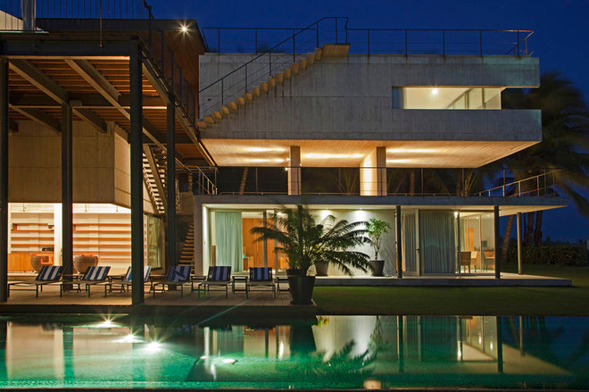 Modern Exterior by PAUL CREMOUX studio
