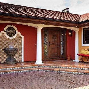 Inspiration pour une façade de maison sud-ouest américain.