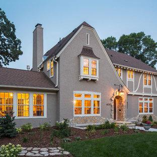 ミネアポリスのトラディショナルスタイルのおしゃれな家の外観の写真