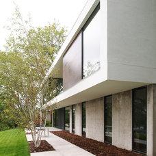 Modern Exterior by CITYDESKSTUDIO, Inc.