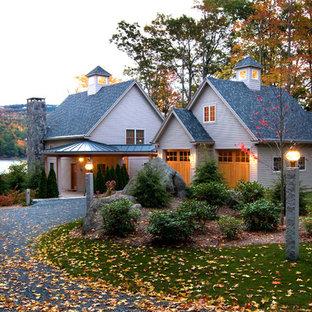 Idee per la facciata di una casa classica a due piani