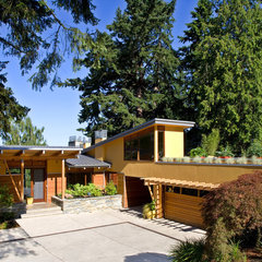 contemporary exterior by Darwin Webb Landscape Architects, P.S.