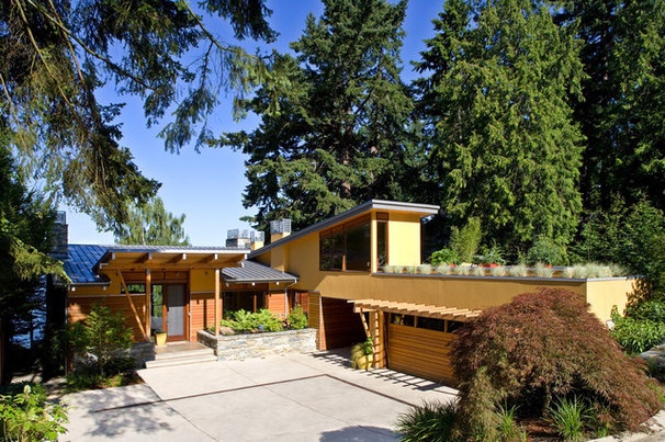 Midcentury Exterior by Darwin Webb Landscape Architects, P.S.