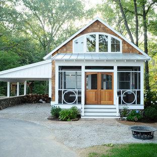 Ispirazione per la facciata di una casa piccola classica