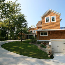 Traditional Exterior by Cottage Home, Inc.