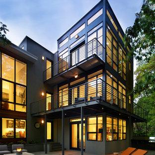 Bild på ett funkis grått lägenhet, med tre eller fler plan