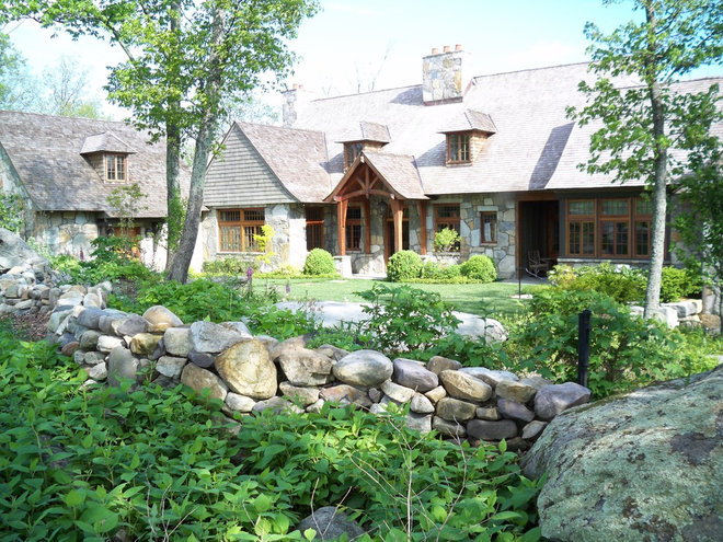 Traditional Exterior by The Belding Group, Inc