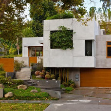 Asian Exterior by MAGDALENA & MGS Architecture