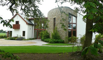 Large house with sandstone masonry - Curved paths and paving