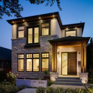 Ispirazione per la facciata di una casa piccola contemporanea a due piani con rivestimenti misti