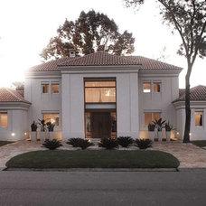Contemporary Exterior by Vanguarda Architects