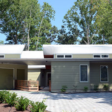 Contemporary Exterior by David D. Quillin Architecture