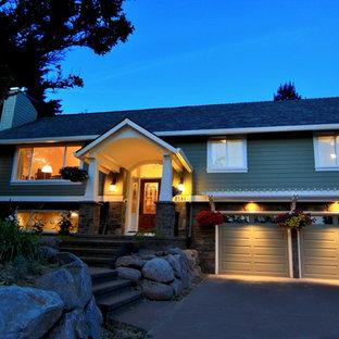 Неиссякаемый источник вдохновения для домашнего уюта: большой, зеленый частный загородный дом в классическом стиле с разными уровнями, комбинированной облицовкой, двускатной крышей и крышей из гибкой черепицы