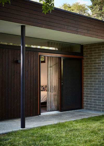 Midcentury Exterior by Steffen Welsch Architects