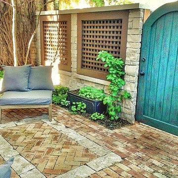 Lincoln Park Rustic Courtyard