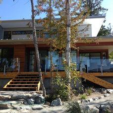 Modern Exterior by Lindal Cedar Homes (Canada) PCH Inc.