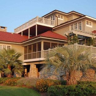 Пример оригинального дизайна: дом в современном стиле с облицовкой из камня и красной крышей