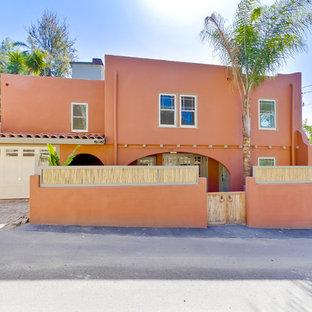 Idee per la facciata di una casa arancione american style