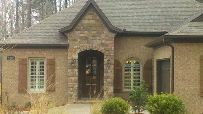 Traditional exterior by homeworks of alabama inc for Brick stone combinations