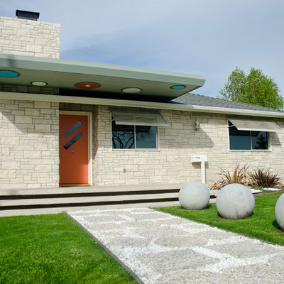 1950s one-story exterior home photo in Los Angeles with a hip roof