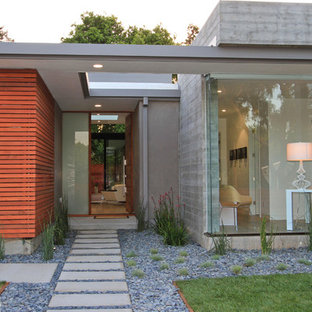 Example of a minimalist one-story exterior home design in San Francisco