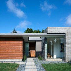 Modern Exterior by Clarum Homes
