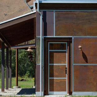 ボイシのコンテンポラリースタイルのおしゃれな家の外観 (メタルサイディング) の写真
