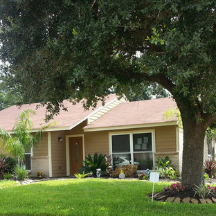Inspiration for a mid-sized timeless beige one-story wood exterior home remodel in Houston