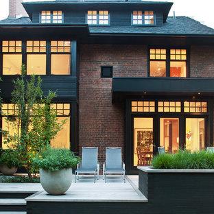 トロントのトランジショナルスタイルのおしゃれな家の外観 (レンガサイディング、茶色い外壁) の写真