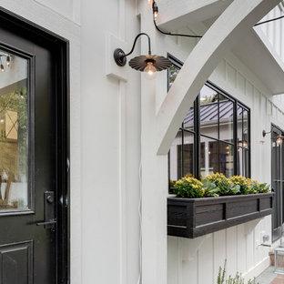 Immagine della facciata di una casa country