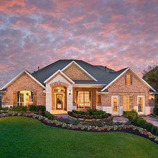 Traditional Exterior by M/I Homes