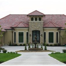 Traditional Exterior by macdermott homes