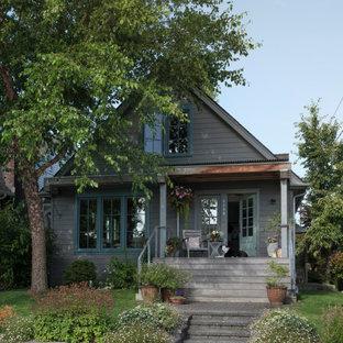 Idéer för ett klassiskt grått hus, med två våningar och sadeltak