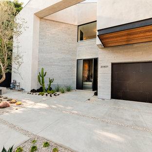 Geräumiges, Graues Modernes Einfamilienhaus mit Mix-Fassade in Los Angeles