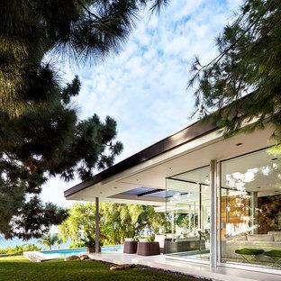 Idéer för stora 60 tals flerfärgade hus, med allt i ett plan, glasfasad och platt tak