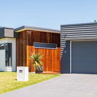 Inspiration for a contemporary one-storey grey house exterior in Brisbane with mixed siding and a flat roof.