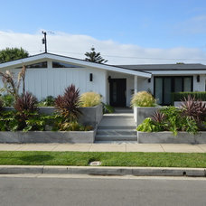 Midcentury Exterior by Jeannette Architects