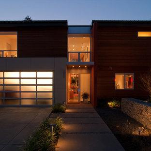 Diseño de fachada minimalista con revestimiento de madera