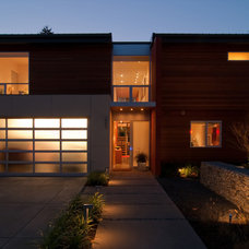 Modern Exterior by BUILD LLC