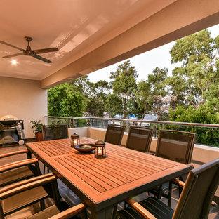 Неиссякаемый источник вдохновения для домашнего уюта: двухэтажный фасад дома среднего размера серого цвета в стиле модернизм с облицовкой из кирпича и плоской крышей