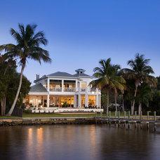 Tropical Exterior by Wyman Stokes Builder LLC