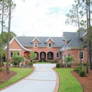 Menendez residence / courtyard home