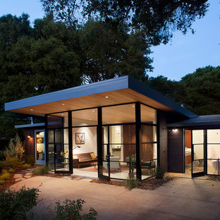 1950s one-story glass exterior home idea in San Francisco