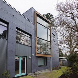 Ejemplo de fachada industrial con revestimiento de metal
