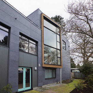 На фото: дом в стиле лофт с облицовкой из металла