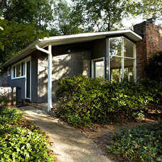 Midcentury Exterior by KUBE architecture