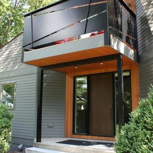 Modelo de fachada de casa verde, retro, extra grande, de dos plantas, con revestimiento de aglomerado de cemento y tejado de teja de madera