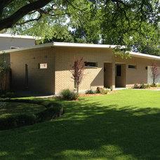 Contemporary Exterior by Bauhaus Custom Homes